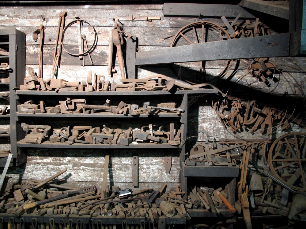 5_tools_at_a_artist_blacksmith_place